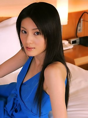 Idol Fumina Hara is drop dead gorgeous in her slinky blue dress